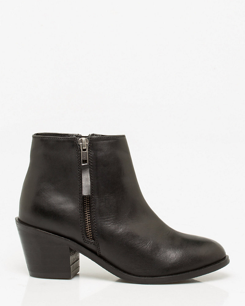 a442ac98b6 Leather Block Heel Ankle Boot | LE CHÂTEAU