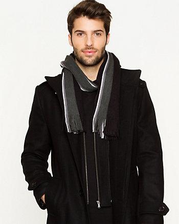 Écharpe de tricot à rayures