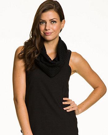 Écharpe tubulaire en tricot à oeillets