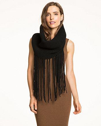Écharpe à frange en tricot à côtes