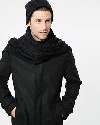 Écharpe de tricot à torsades