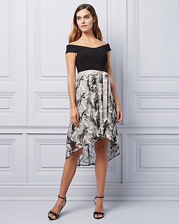 Robe cocktail asymétrique à motif brodé