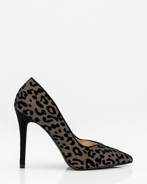 Leopard Print Pointy Toe Pump | LE CHÂTEAU
