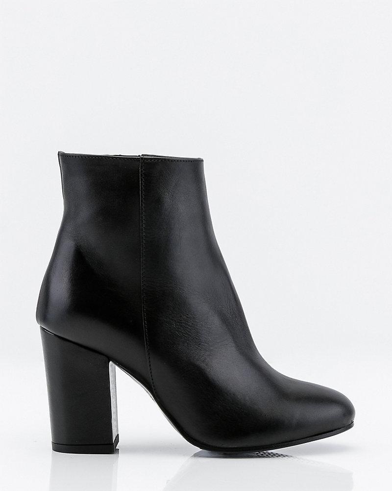 b0f112dff2e42 LE CHÂTEAU: Italian-Made Leather Ankle Boot