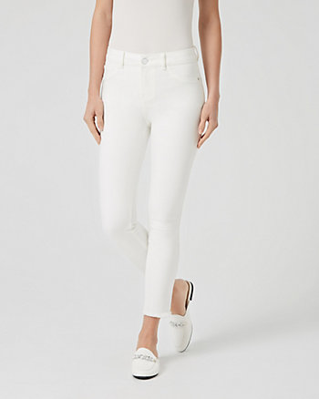 Pantalon moulant en denim effrangé