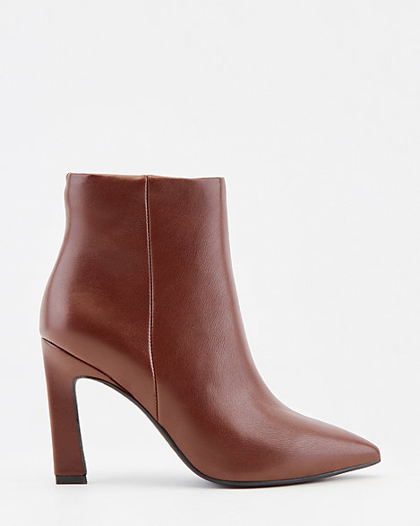 Faux Leather Pointy Toe Ankle Boot   LE