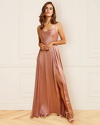 Robe à encolure en V en satin mat