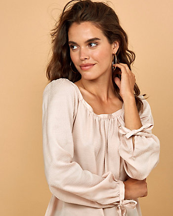 Blouse en satin jacquard à encolure carrée
